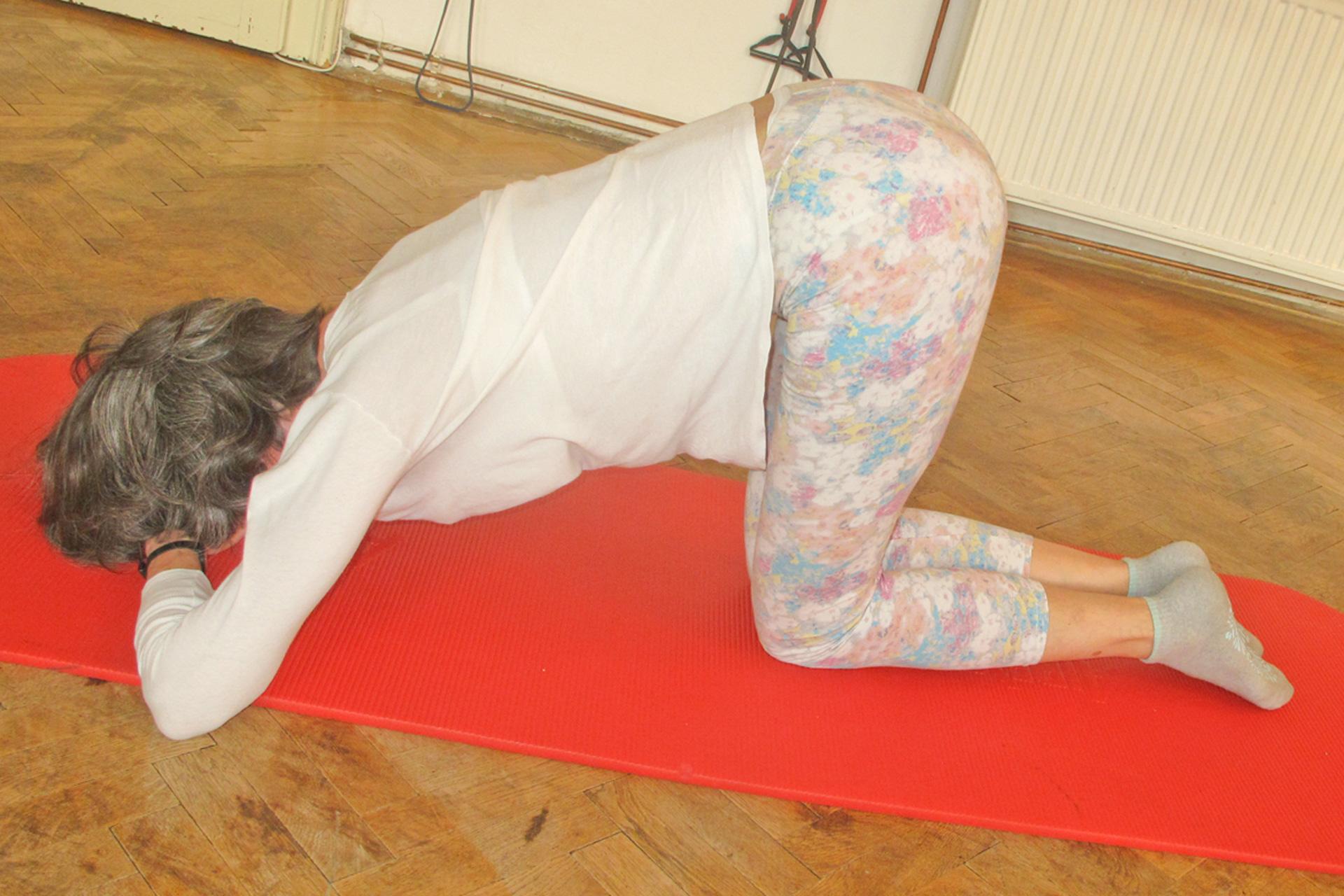 Eselkick therapeutische Übung Pilates-Trainings-Optimierung Rückenentspannung intrinsische Abs innere äußere Bauchmuskulatur Single Leg Kick Double Leg Kick Single Leg Stretch
