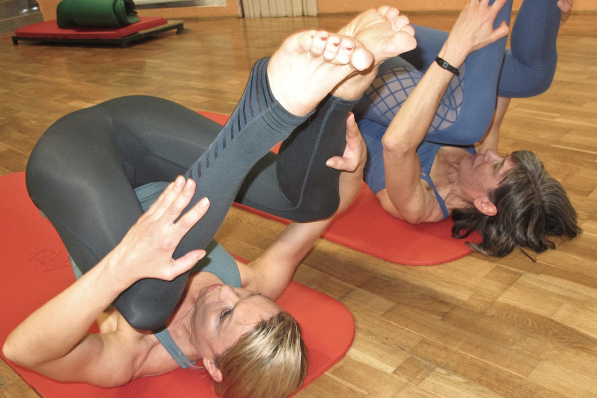 Rolling Like a Ball Pliates Übungsoptimierung Bandscheibenvorfall Prävention Core Kontrolle Powerhouse Power Engine tiefes Muskelkorsettsystem Körperbewusstheit