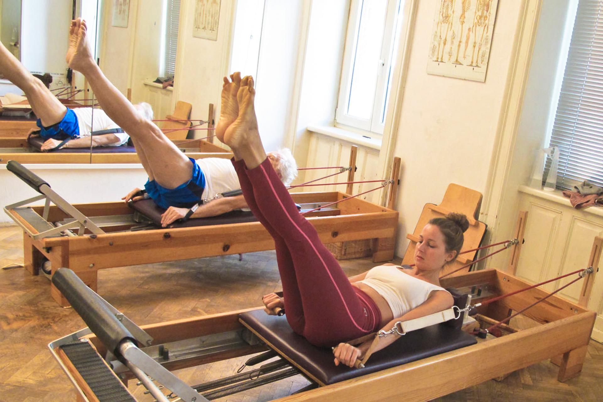 Pilates Hundred Reformer Matte Boden Bewegungsbewusstheit perzeptive Wahrnehmung therapeutischer Nutzen Fitness